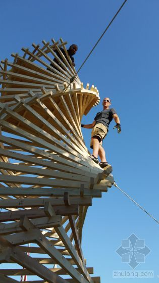 西雅图建筑师设计美国木质螺旋尖塔