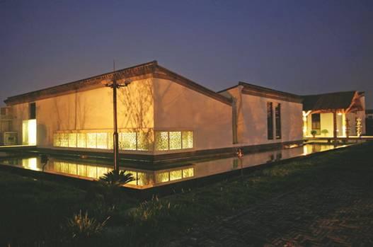 建筑外观粉墙黛瓦中透出江南建筑的温婉情致