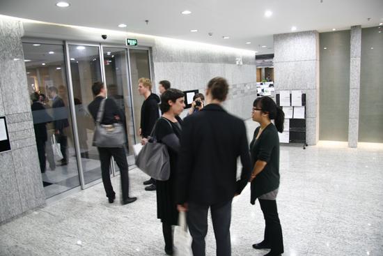 设计的阶梯教室与筑博的建筑师们相互交流学习,芬兰建筑师展示了各自