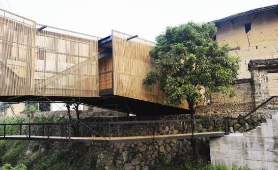 外表面采用均质的木条格栅