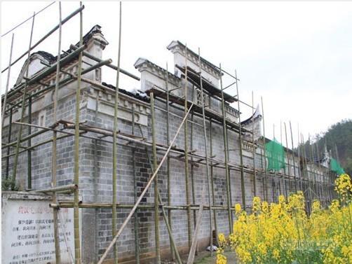整体结构采用了砖木结构,屋架和承重墙围合的构造方式.