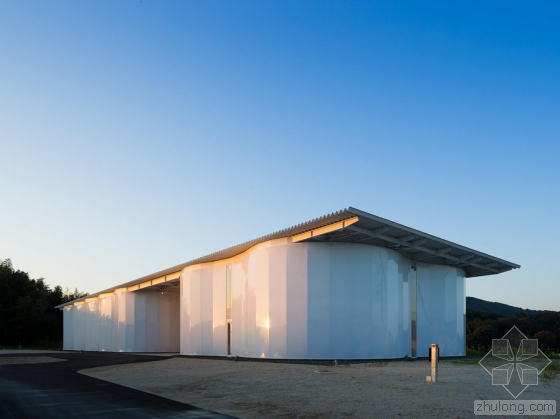 日本波形半透明墙体的家具厂第1张图片