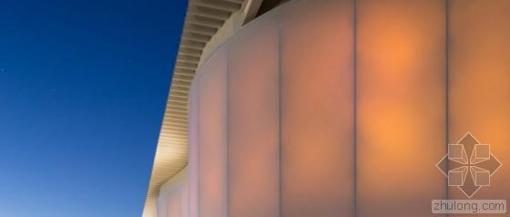 日本波形半透明墙体的家具厂外部-日本波形半透明墙体的家具厂第3张图片