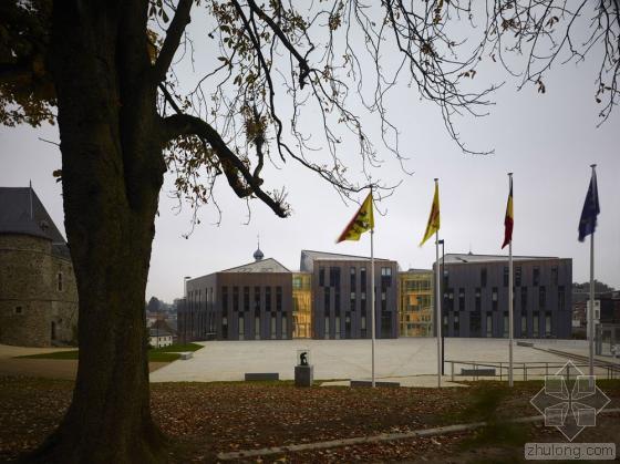 比利时布卢政厅外部实景图-比利时布卢政厅第3张图片