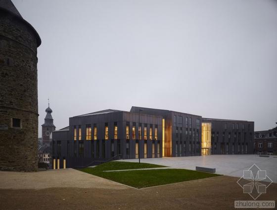 比利时布卢政厅外部实景图-比利时布卢政厅第6张图片