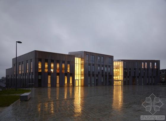 比利时布卢政厅外部实景图-比利时布卢政厅第8张图片