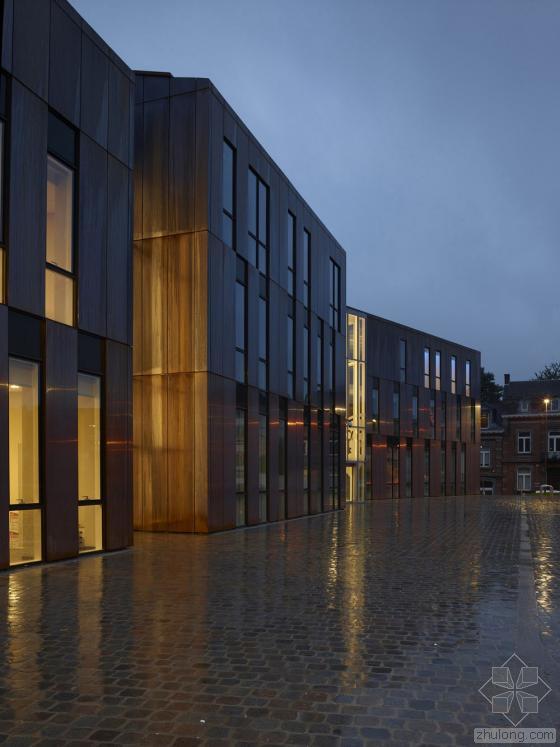 比利时布卢政厅外部夜景实景图-比利时布卢政厅第10张图片