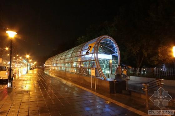 台北顶埔捷运站外部夜景实景图-台北顶埔捷运站第4张图片